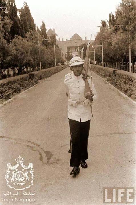 الحرس الملكي العراقي في قصر الزهور 1957 O_oood11