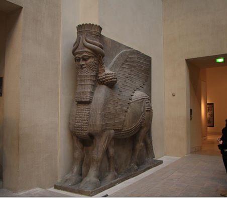 من آثار بابل الثور المجنح موجود في متحف اللوفر بفرنسا Oo__o_10