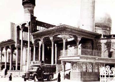 ضريح الإمام الحسين عليه السلام في كربلاء المقدسه عام 1920م Ooo_oa12