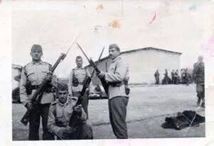 الشرطه تشترك بإحتفال الجيش 1950 Ou_d_a10