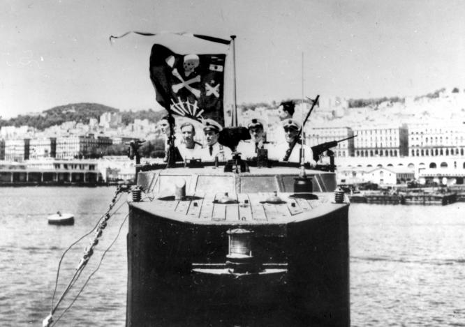 Les Jolly Rogers - Drapeaux de Pirates des Sous-Marins Britanniques Casabi10
