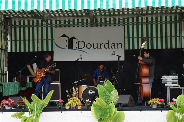 10 ème Festival de Voitures Anciennes à Dourdan 01/10/2017 Dsc02074