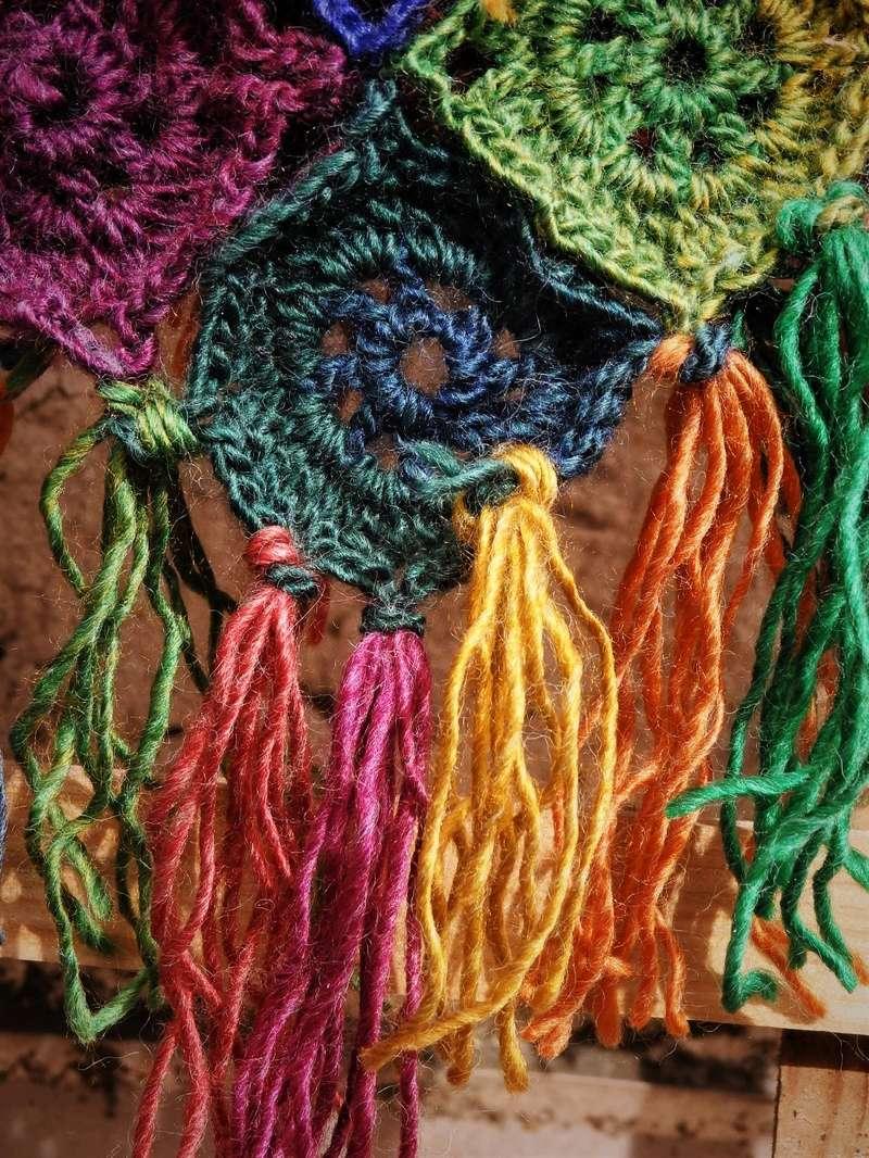 Joyeux poncho en laine colorée.  P3300710