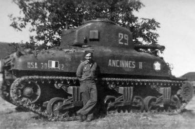 """Sherman M4A1 du 2ème escadron du 12ème RCA """"ANCINNES II"""" Fb_img11"""