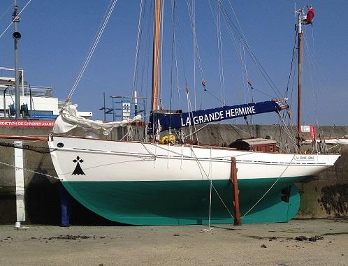 recherche des plans d'un modèle de yacht classique télécommandable inachevé La20gr10