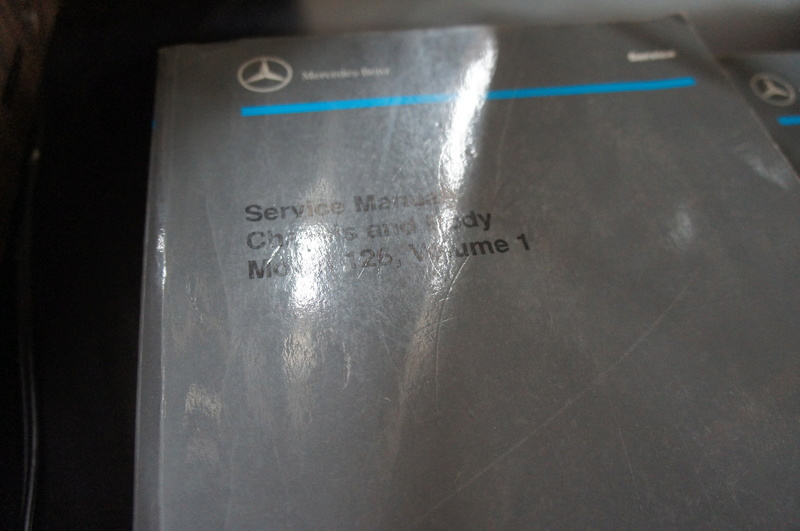 (VENDO) - Manuais de Serviço Chassis & Body Mercedes 126 2 Volumes - R$ 500.00 Dsc07210