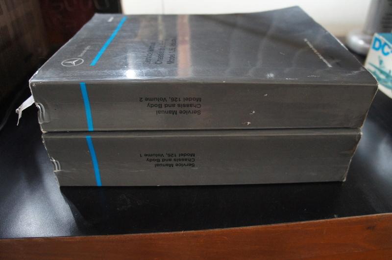 (VENDO) - Manuais de Serviço Chassis & Body Mercedes 126 2 Volumes - R$ 500.00 Dsc07211