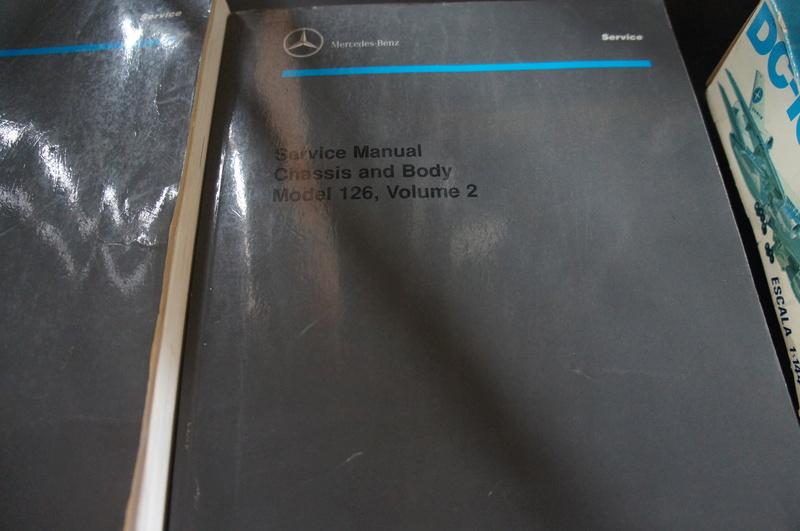 (VENDO) - Manuais de Serviço Chassis & Body Mercedes 126 2 Volumes - R$ 500.00 Dsc07212
