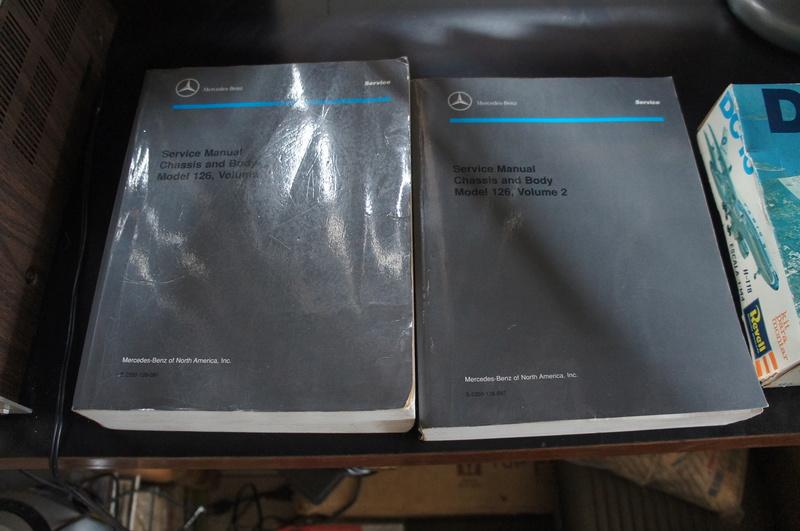 (VENDO) - Manuais de Serviço Chassis & Body Mercedes 126 2 Volumes - R$ 500.00 Dsc07213