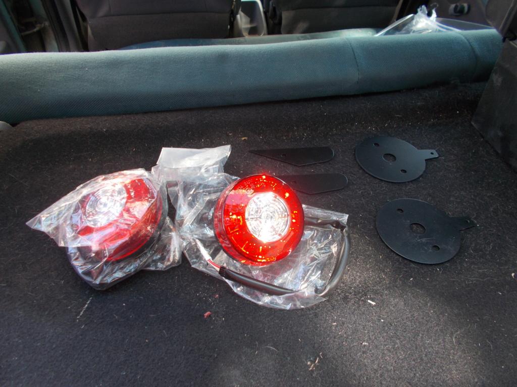 Changement des feux arrières d'origine par des feux leds Dscn0663