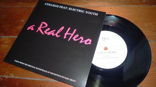 """Vinile """"A Real Hero"""" (colonna sonora Drive) Promo-10"""