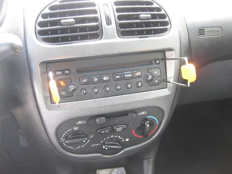 Autoradio: remplacement du lecteur CD Img_7612