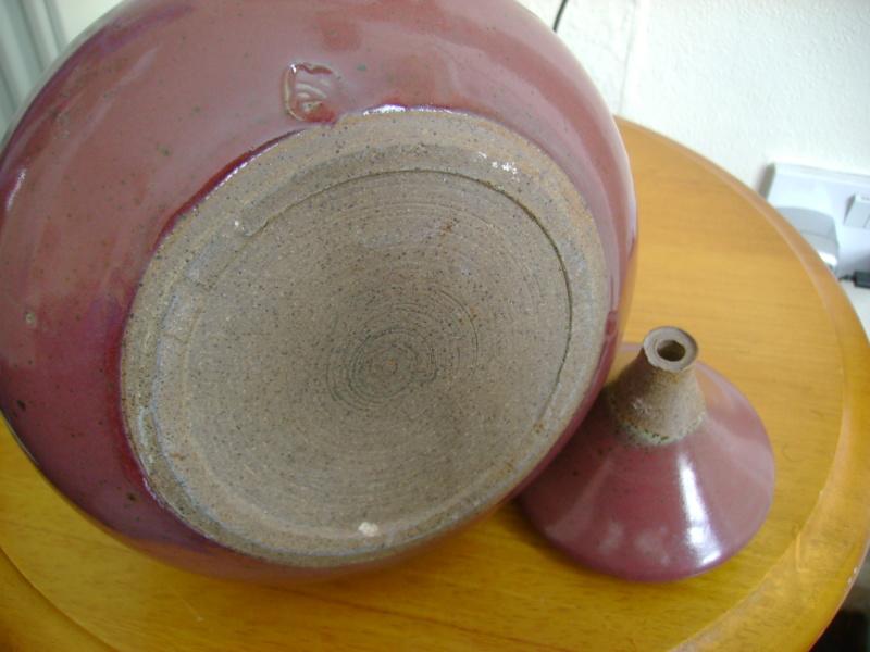 Stoneware lidded pot - heart or head mark? Dsc08022