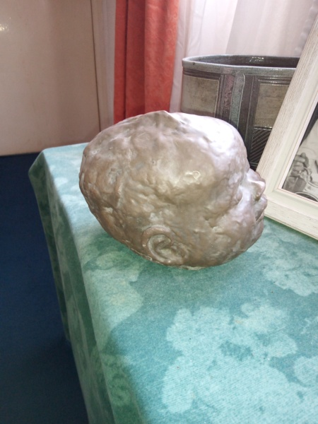 Sculpted head , no signature unfortunately. Img_2014