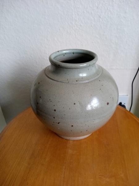 Bernard Forrester ? Stoneware vase for ID Img_2092