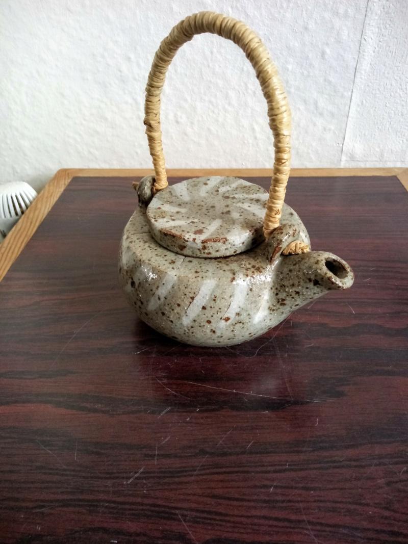 Small stoneware tea pot. Japanese? Img_2239