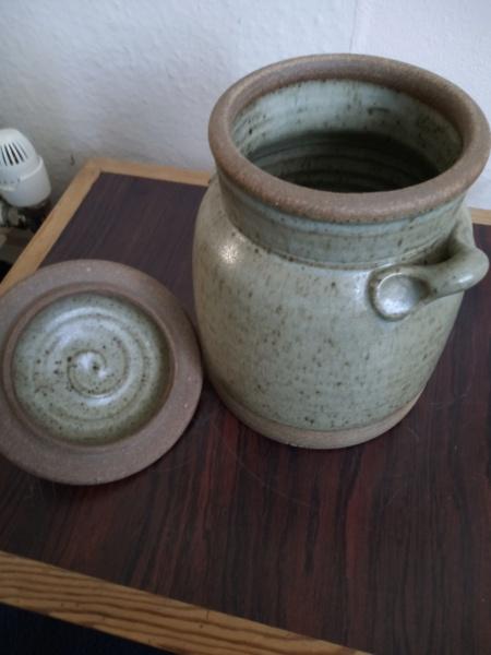 Lug handled lidded stoneware pot - Phil Rogers  Img_2290