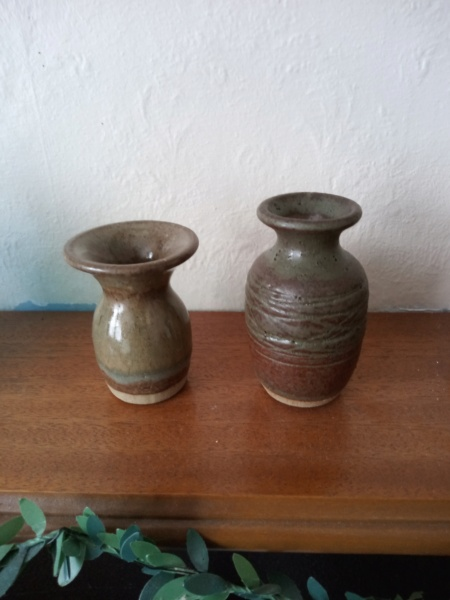Stoneware small signed vases with ER mark for ID Img_2404