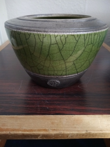 Small Raku pot by Stephen Kingsford  Img_2505