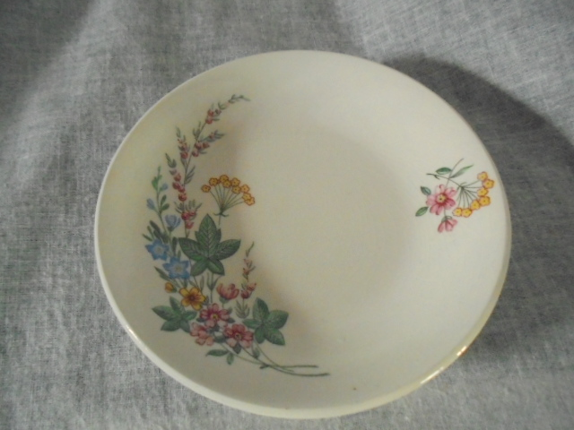Kelston Pottery - Little (11 cm) floral dish (pin dish?) Dsc04012