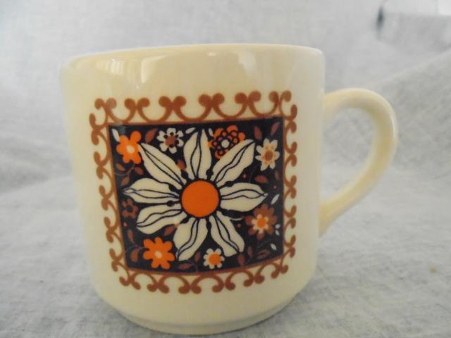 Crown Lynn cup, wine jug and sips, lidded pot Dsc04918