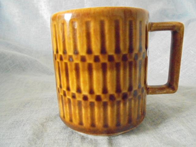 Crown Lynn cup, wine jug and sips, lidded pot Dsc05111