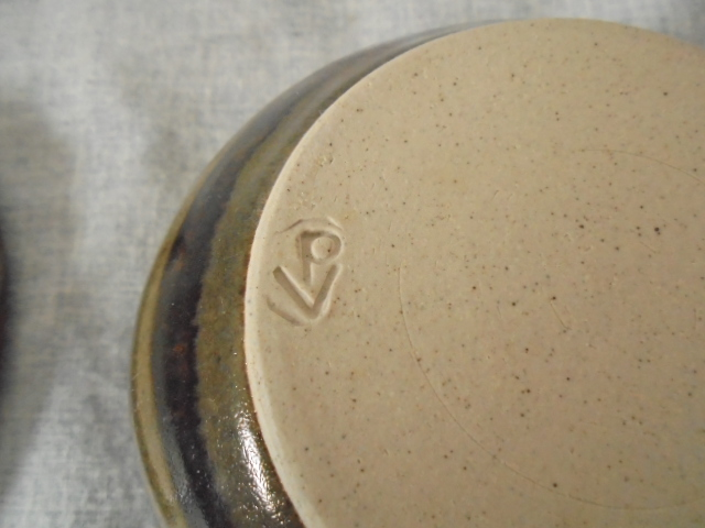 Burnay Pottery stamp (Peter & Trudes Vendelbosch)   Dsc06212