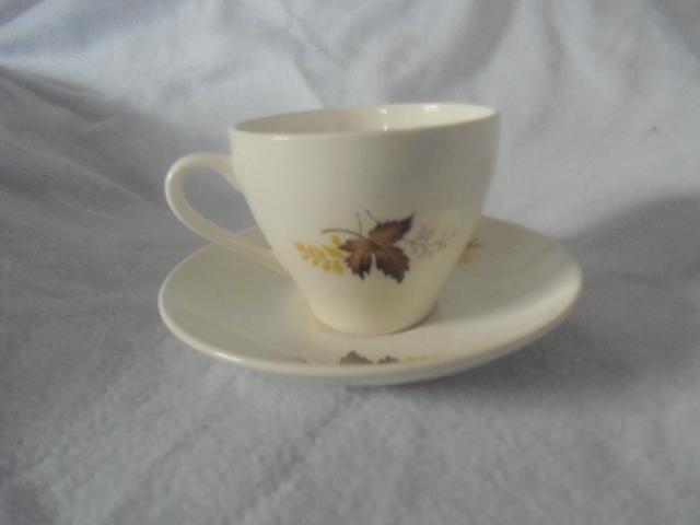 Crown Lynn cup, wine jug and sips, lidded pot Dsc07322