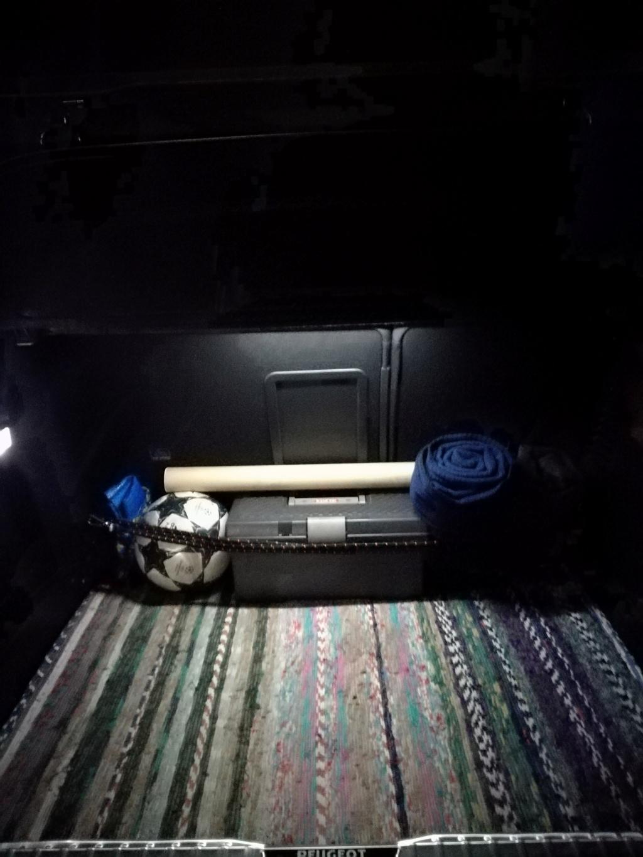 Luz interior led en maletero Img_2038