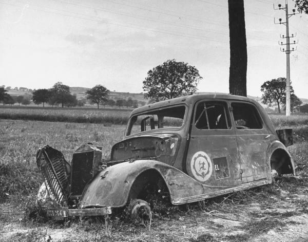 Photo de l'insigne Groupe de Transport 130/8 sur Renault Primaquatre 1940 Img_4510