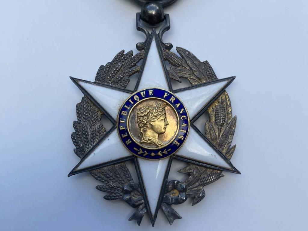 1ère bourse de l'après confinement, des médailles et agraphes Img_8011