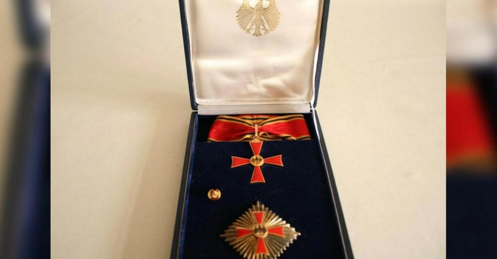 Besoin d'informations Médailles Lot28110