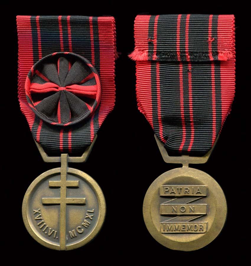 """medaille de la resistance modele dit de """"Londres"""" Rzosis11"""