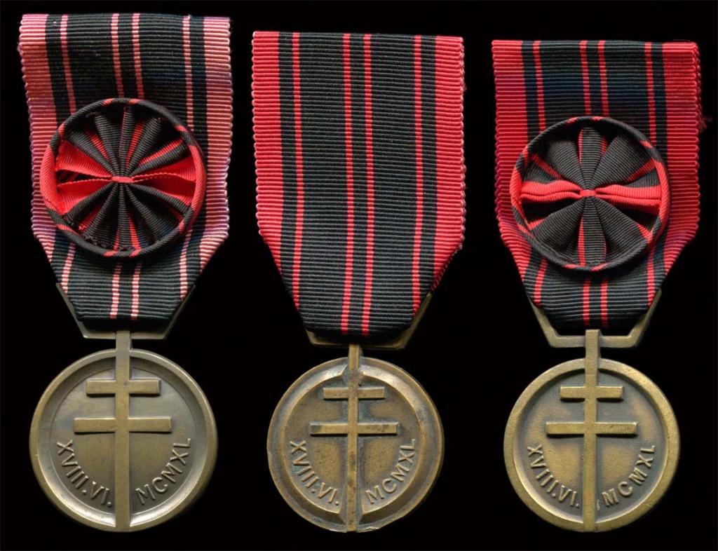 Cartouchière, médaille et couteau Sans_t52