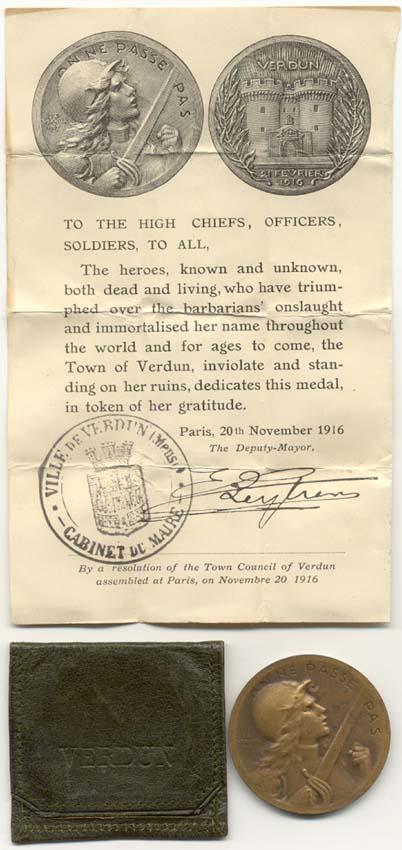 Médaille de Verdun : pochette et notice ! Vernie16