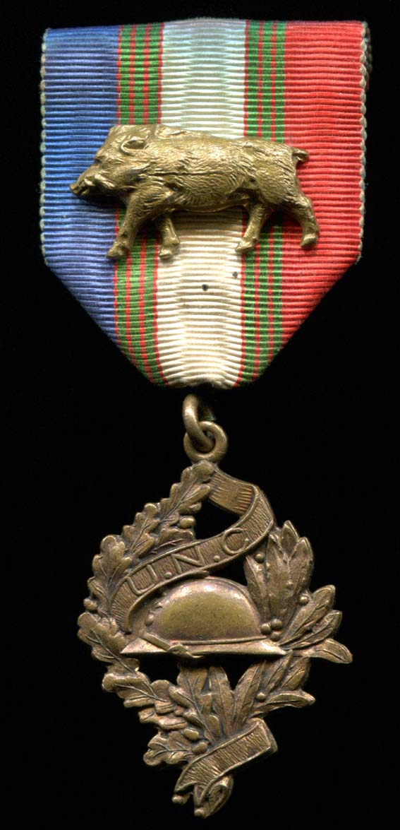 Médaille avec un sanglier Zimg1810