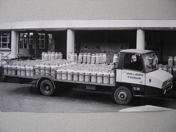 N°19 Berliet Stradair 20 laitier Img-7310