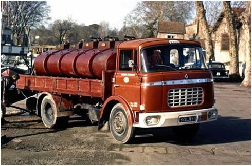 N°18 Berliet  GAK 5 Citerne essence  Img-7310