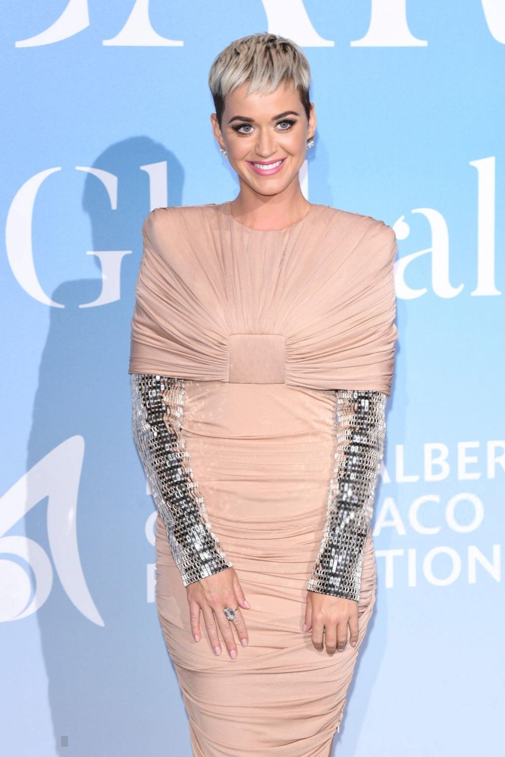 """Katy Perry >> Single """"Never Really Over"""" Katia_10"""