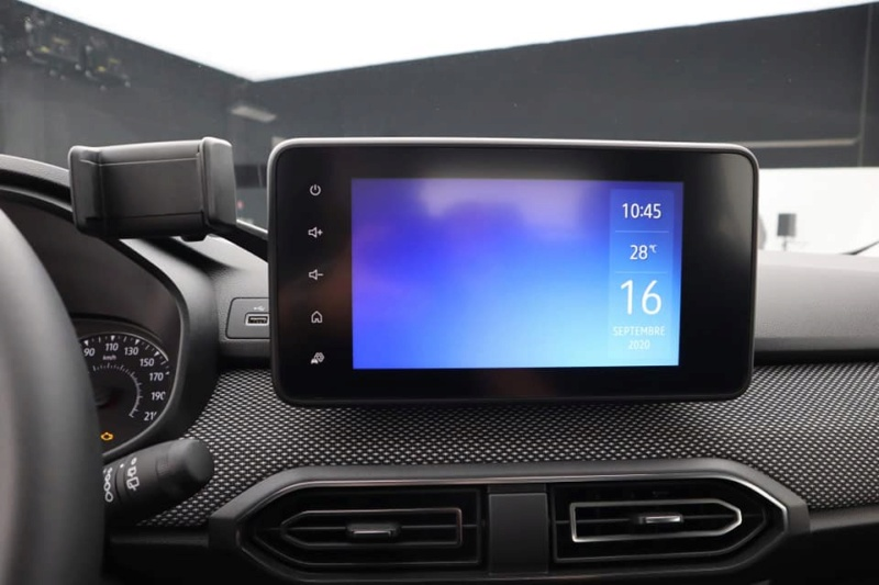 nouveaux systèmes multimedias sur la nouvelle Sandero 3 12050410