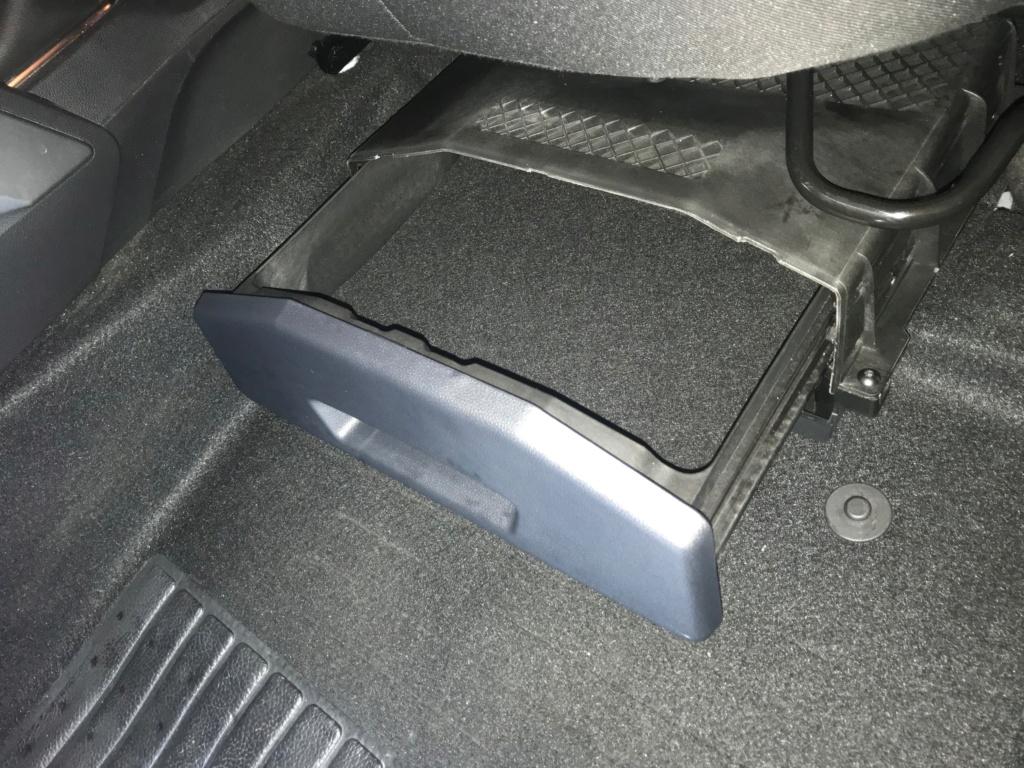 Tiroir de rangement sous le siège conducteur du Duster de 2stair Img_9527