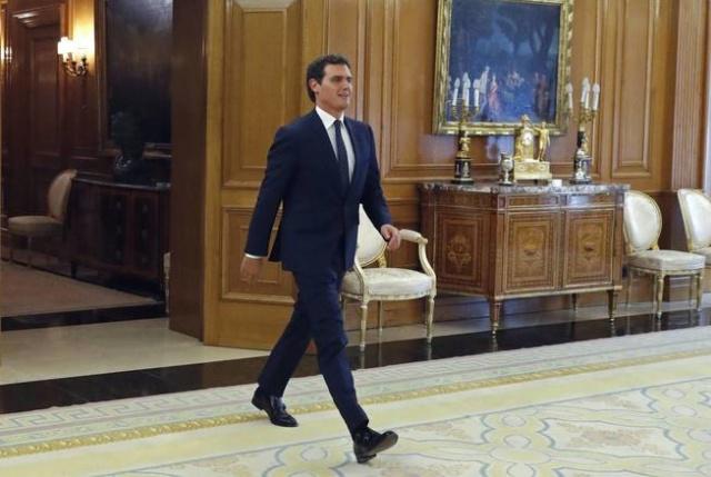 Ronda de consultas con S.M. Felipe VI con España Suma B75c1610