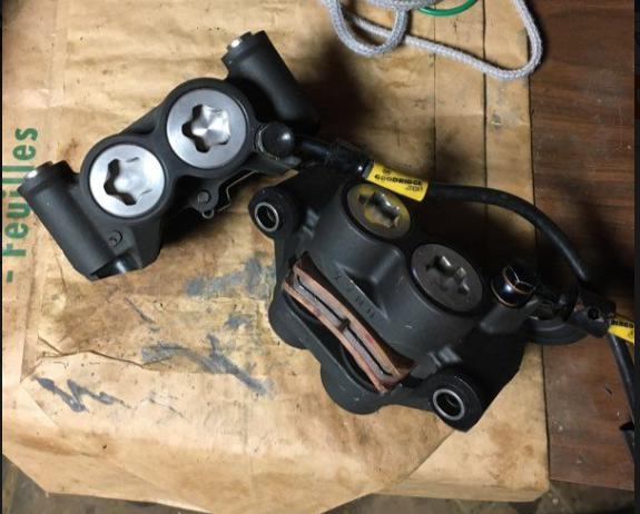 Changement étriers de freins avant GSXR 600 K4. Captur10