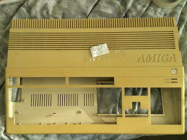 [TROUVÉ] Coque supérieure Amiga 500 ou A500 HS S-l16010