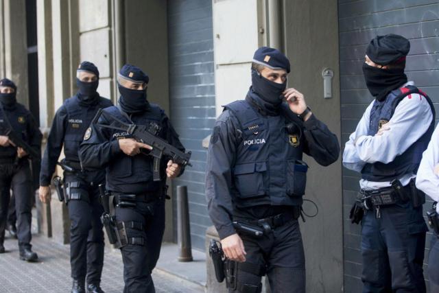 """[EFE] 13 de enero: """"Los Mossos entran en las sedes de Arran"""" Mossos10"""