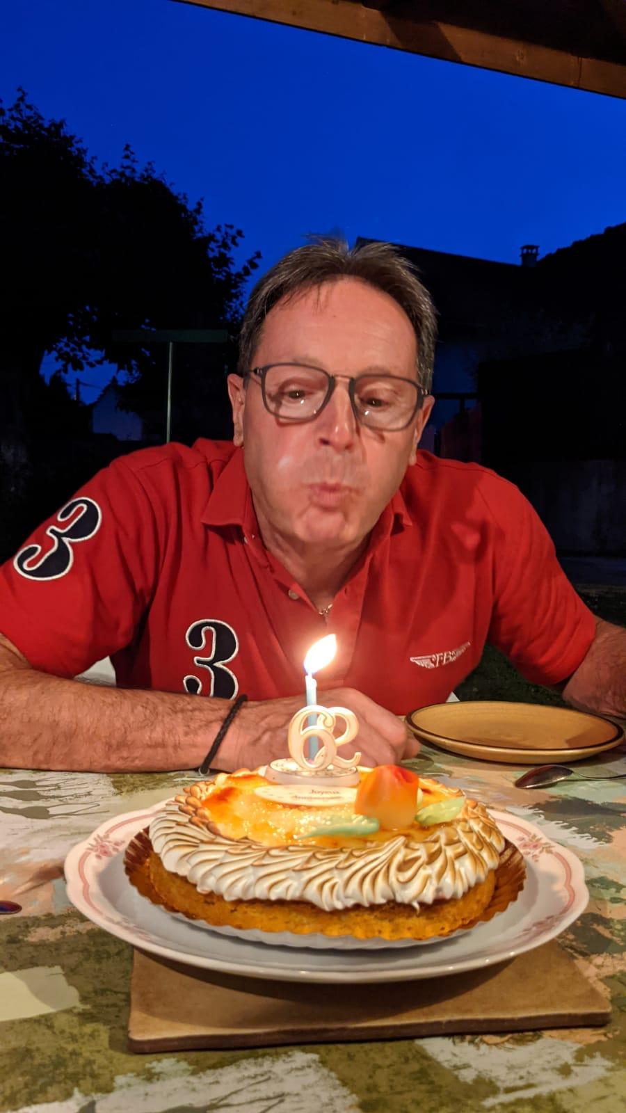 Joyeux anniversaire Ayrton et serpent Img-2076