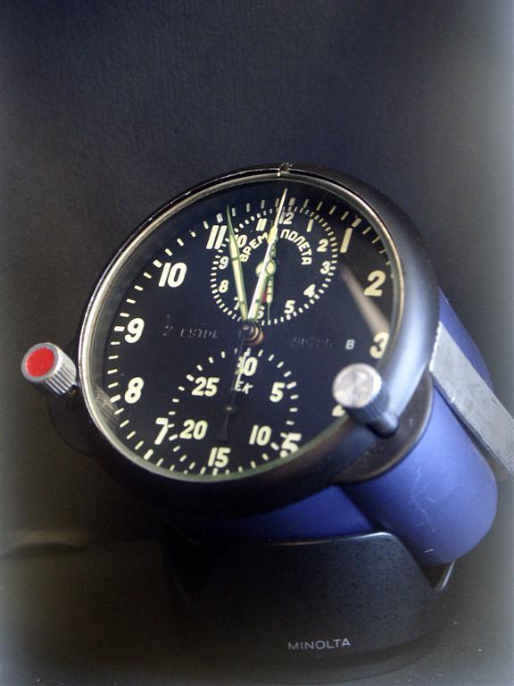 Un chronographe de bord de sous-marin russe, et non Mig Tchass10