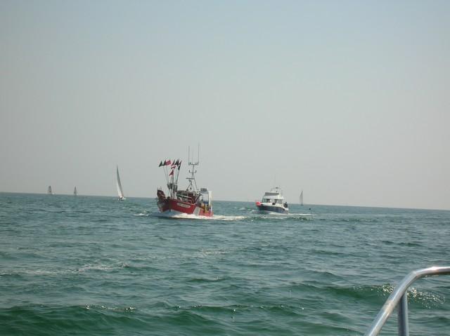 [VIE DES PORTS] Quelques bateaux de pêche (sur nos côtes Françaises) - Page 2 20_04_10