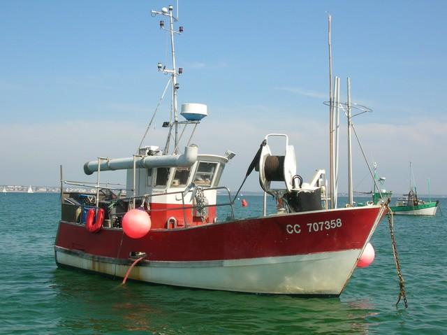 [VIE DES PORTS] Quelques bateaux de pêche (sur nos côtes Françaises) - Page 2 22_04_16