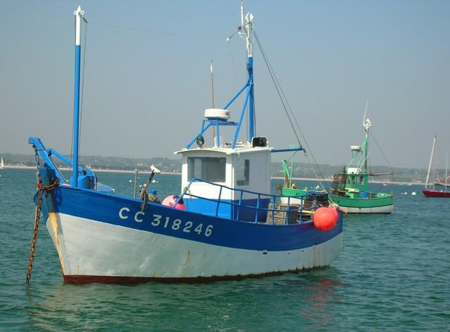 [VIE DES PORTS] Quelques bateaux de pêche (sur nos côtes Françaises) - Page 2 22_04_22